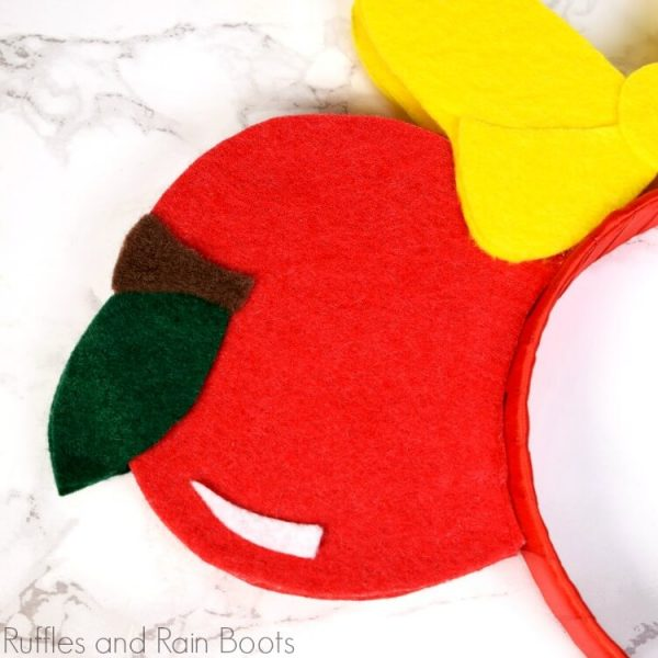 apple cut file as part of Disney Snow White SVG for Miinnie ears made with Cricut or Silhouette