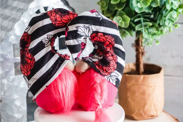sewing and no-sew gnome pattern for kissing gnomes